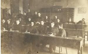 Školská trieda, kde chodil Gyula Csesznák v Budapešti (nachádza sa pravdepodobne v zadnom rade, druhý z prava)