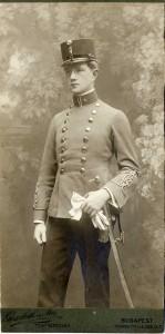 Gyula Csesznák v uniforme počas štúdií v Budapešti