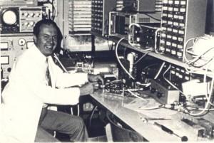 Karol Dillnberger vo svojom laboratóriu na SAV